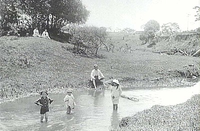 P08633 Paterson and Alston children playing in creek at Kulara. Undated.