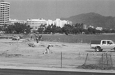 P12549. Working on reclamation near Pier complex for new Cairns Esplanade development 2002